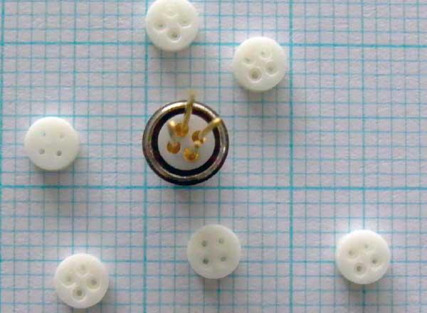 Miniatursteckereinsatz aus Hochleistungskeramik